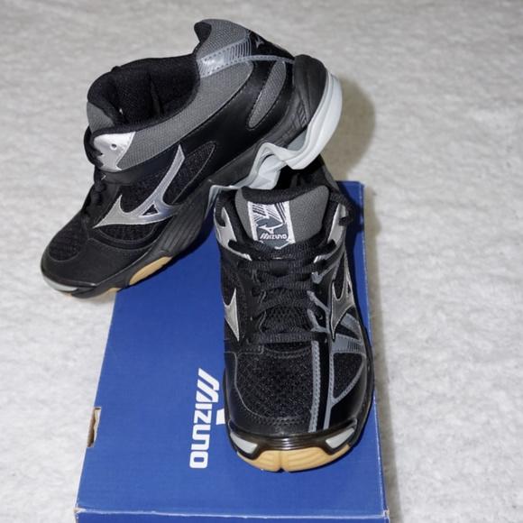 mizuno volleyball shoes womens canada queen